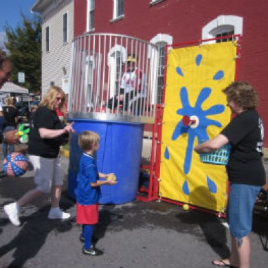 m water dunk fair downtown selinsgrove, PA